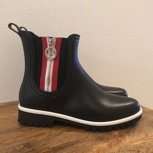 Bernardo Rain Boots Black/Red Zipper